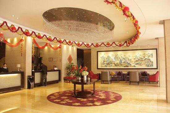 Kingdo Hotel: Lobby with Lunar New Year decoration
