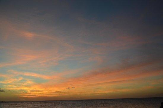 Tamarijn Aruba All Inclusive:                   tramonto dal bar