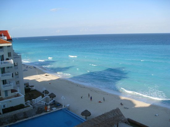 Bsea Cancun Plaza:                   View of the beach