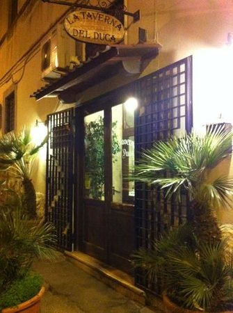 Bisceglie, Italia:                   l'ingresso del locale