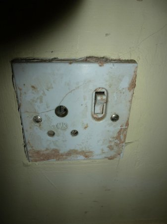St. Leonards Hotel:                   Revolting socket