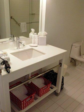 Metro Points Hotel - Washington North :                   bath 1