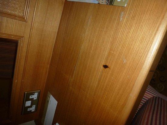 St. Leonards Hotel: Burns On Furniture