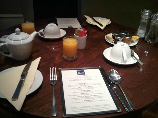 Royal Albion Hotel: breakfast