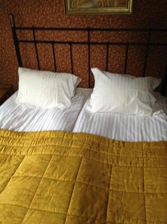 Bjornhufvud Gastgard:                   Vårt rum! Our room!