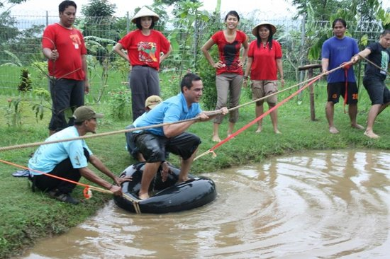 Pancawati, Indonesien:                   moving tire