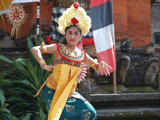 KajaNe Mua Private Villa & Mansion:                   danza espectaculo tradicional
