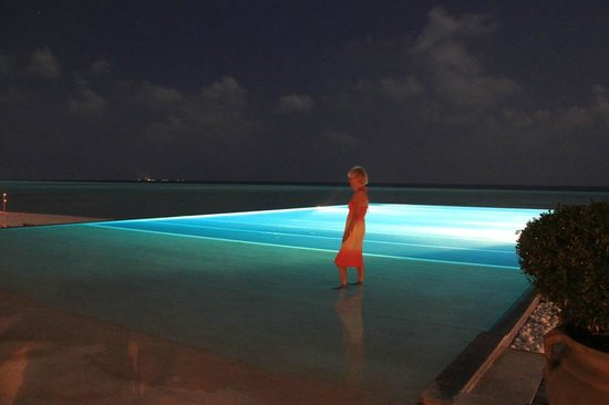 Olhuveli Beach & Spa Maldives: Lagoon pool at night.