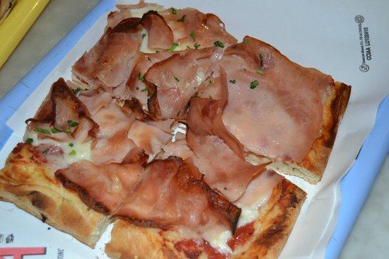 Pizzeria A Taglio :                   Pizza di formaggio e prosciutto
