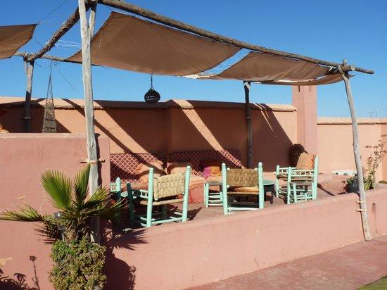 دار ملاك:                   la terrasse                 