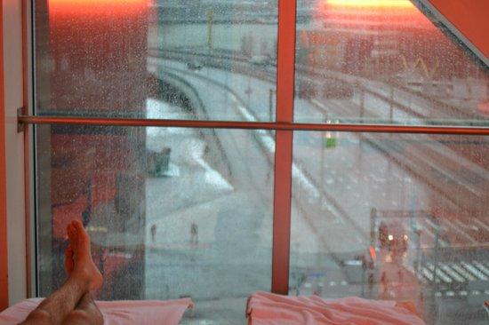 Inntel Hotels Rotterdam Centre:                   vue depuis les transats de l'espace wellness