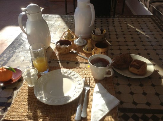 Riad Noor Charana: Breakfast on the terrace
