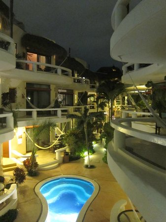 Playa Palms Beach Hotel:                   The courtyard right after the sunset!