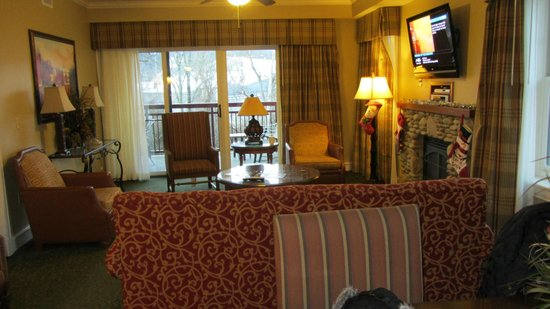 RiverStone Resort & Spa:                   Living room area