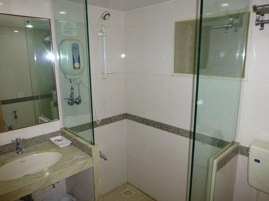 Hotel Transit: Shower