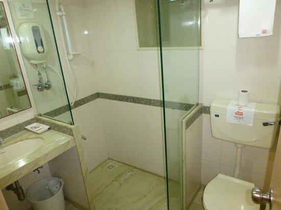 Hotel Transit: Bathroom