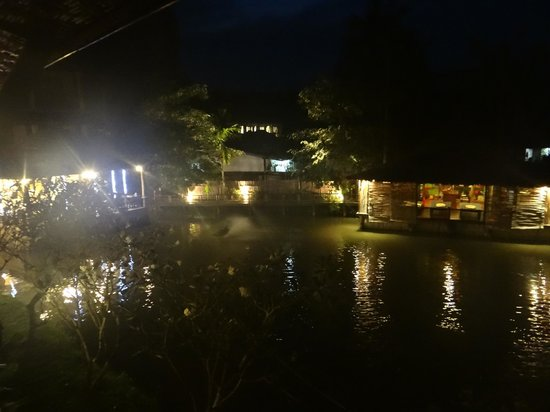 Railay Princess Resort and Spa: the spa and restaurant at night