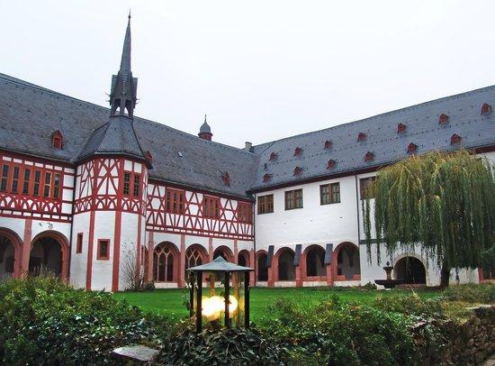Kloster Eberbach:                                     cortile interno