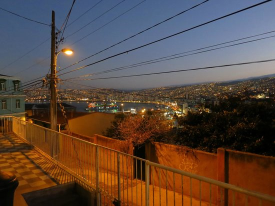 Chilean Cuisine Cooking Classes: valparaiso at night