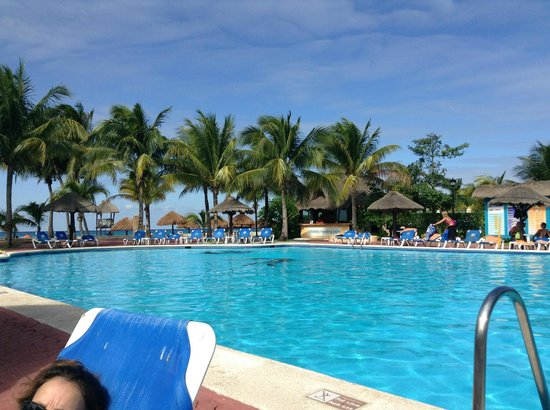Allegro Cozumel:                                     Adult pool by beach