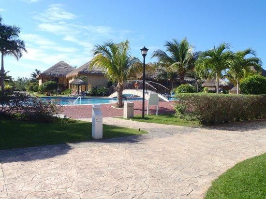 Allegro Cozumel:                                     central pool