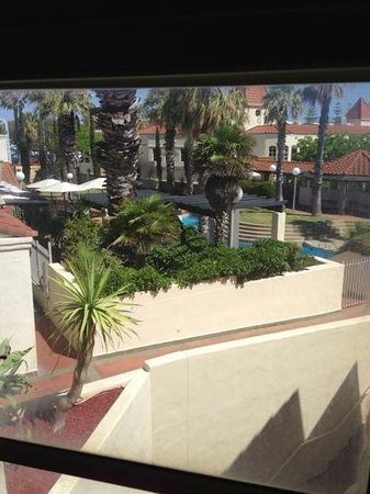 Mindarie Marina Hotel & Villas:                   view of the pool