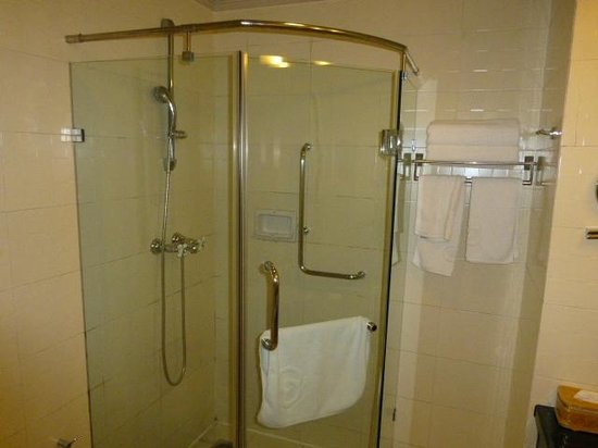 Beijing Friendship Hotel: Shower