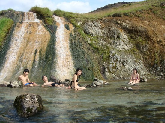Hveragerdi, Island: Bathing in a 40° Celsius hot Waterfall - Iceland Activities