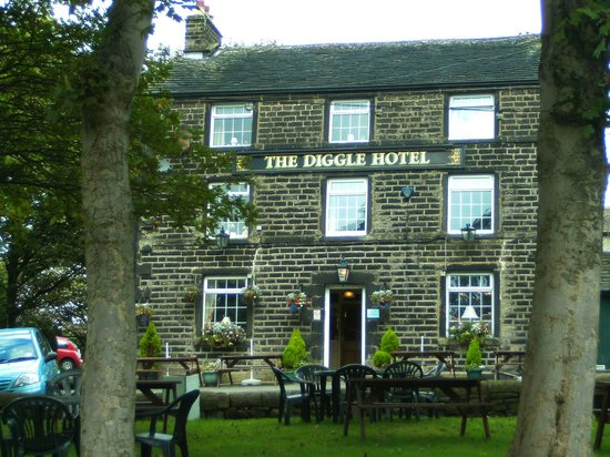 Standedge Tunnel & Visitor Centre: Diggle Hotel.