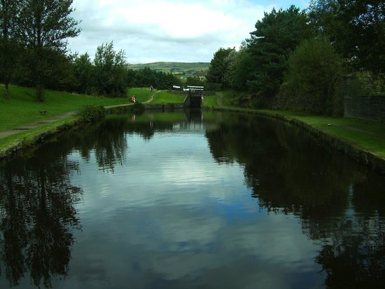 Standedge Tunnel & Visitor Centre: Canal Basin at Diggle.