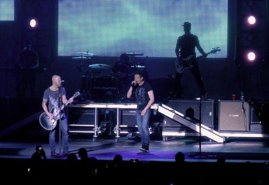 Cox Business Center: Brad Arnold sings with Daughtry - In The Air Tonight