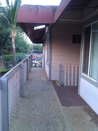 Days Inn Maui Oceanfront:                   plywood balconies