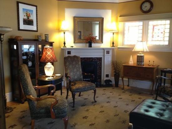 Ash Street Inn: comfy parlor