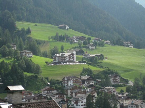 Hotel Grones: View from room facing mountain