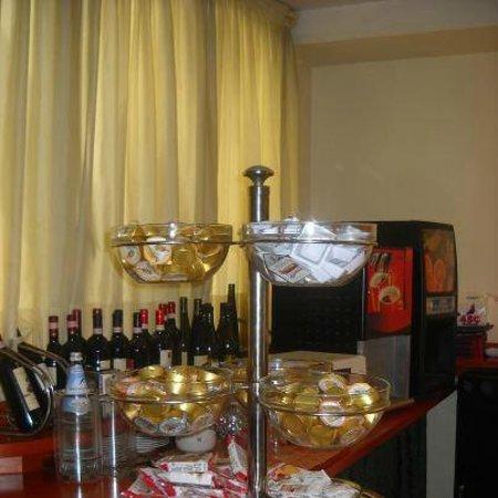 Hotel Villa Adriana :                   buffet per colazione