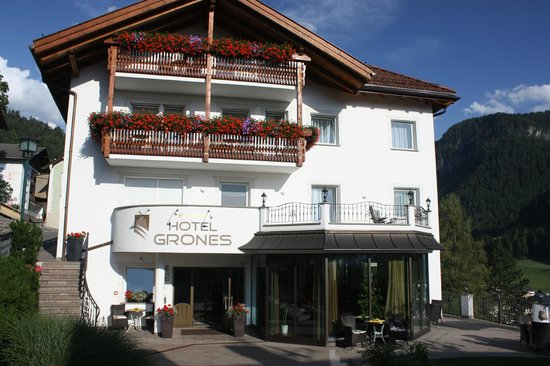 Hotel Grones : Front view of Hotel