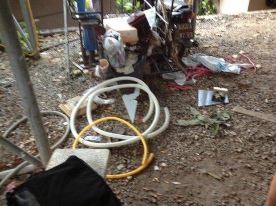The L Resort Krabi:                   Müll hinter unserem Zimmer