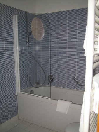 BEST WESTERN PLUS Hotel Bologna - Mestre Station: bathroom