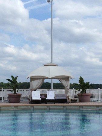 Bay Lake Tower at Disney's Contemporary Resort:                   Quiet Pool