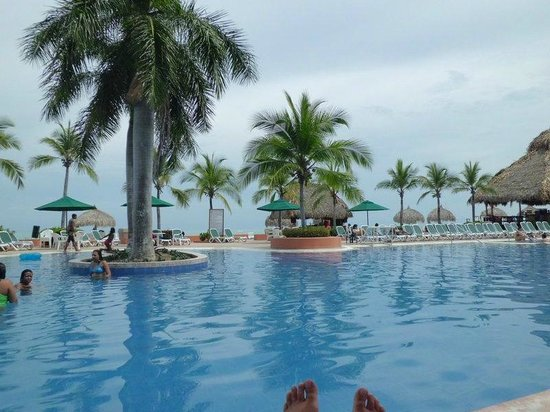 Royal Decameron Beach Resort, Golf & Casino:                   Main pool area