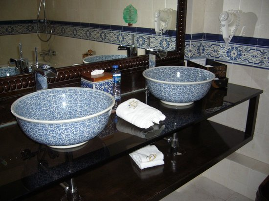 ‪‪Pousada de Mong-Ha‬:                                     Bathroom Sinks