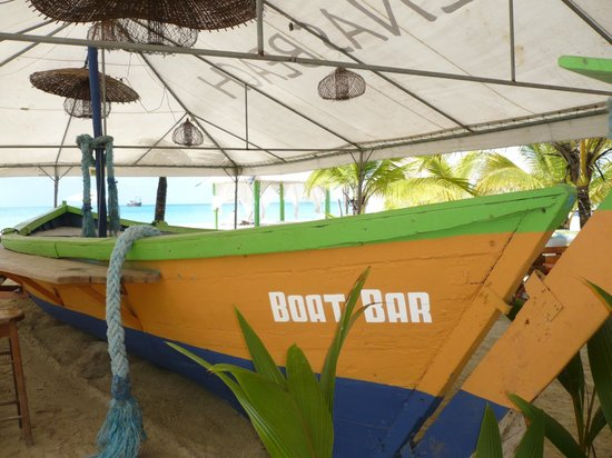 Arenas Beach Hotel: Boat bar when there are enough clients