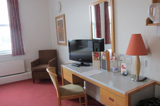 Jurys Inn Edinburgh:                                     Dressing table area