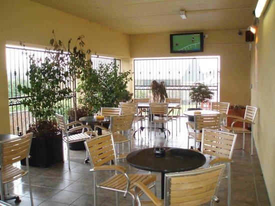 Durkin's Bar, Restaurant & Accomodation : Durkin's Ballaghaderreen smoking area