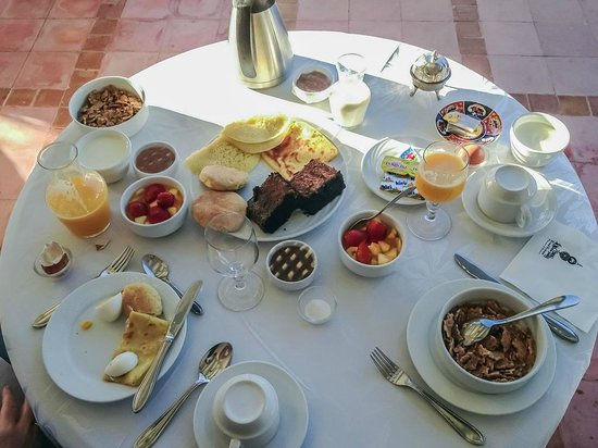 Riad Kniza:                   Breakfast on Rooftop