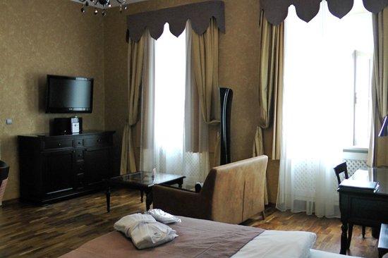 Skaritz Hotel & Residence: Sitting area/bedroom