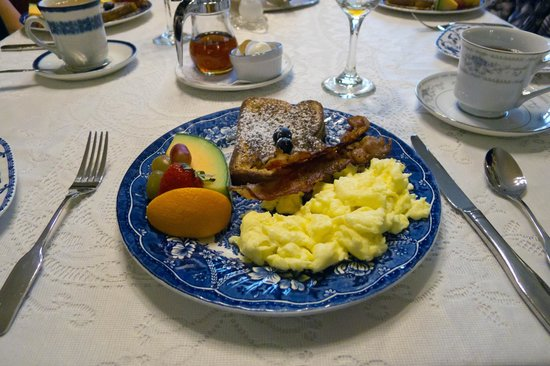 Victoria's Historic Inn:                   Breakfast