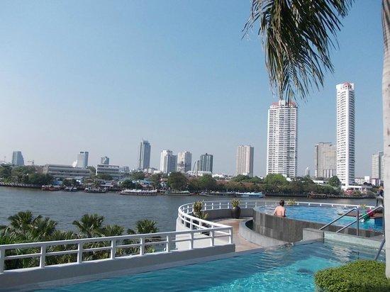 Chatrium Hotel Riverside Bangkok:                                                                         pool is an oasis