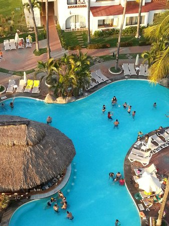 Plaza Pelicanos Grand Beach Resort:                   View from tower rooftop