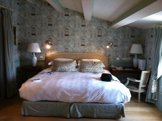 Hotel de Toiras:                   room 26